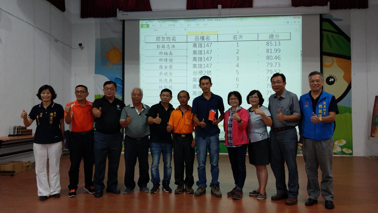 恭喜彭蘇志浩農友(右五)榮獲關山鎮稻米達人賽冠軍